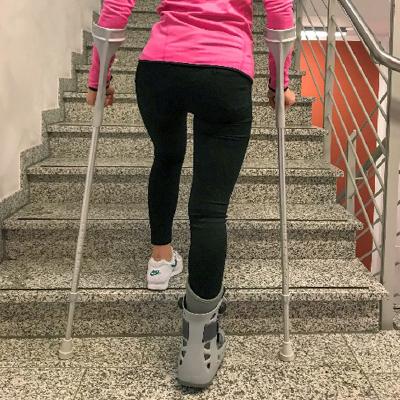 Treppensteigen mit krücken ohne belastung